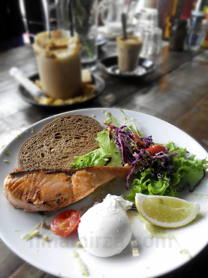Salmon BEST garage 51 Cafe