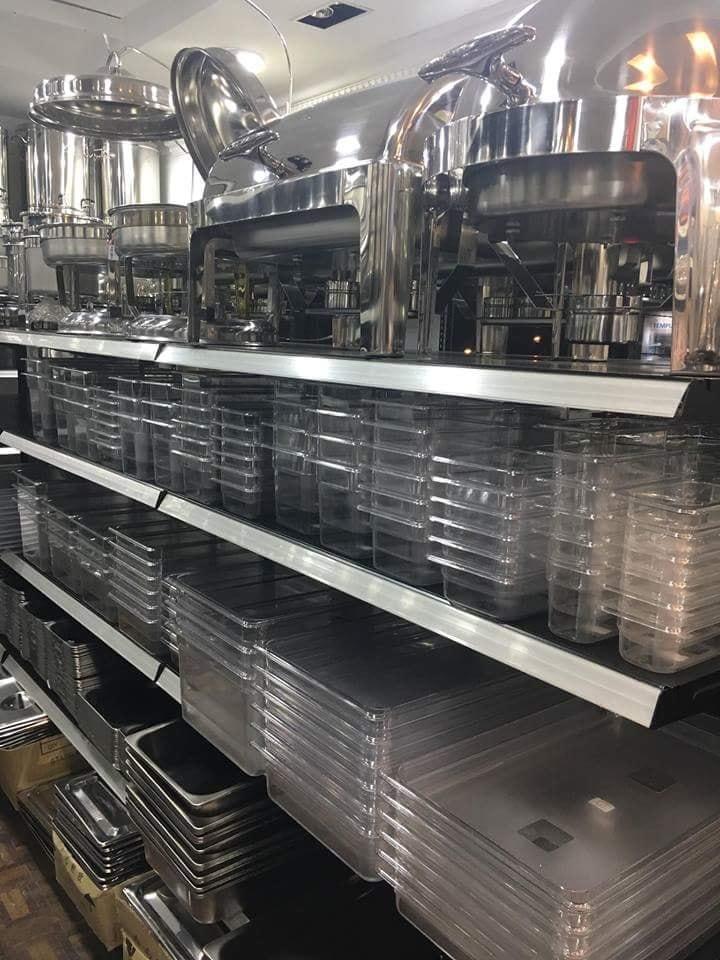 Semua Perkakas Dan Kelengkapan Yang Diperlukan Untuk Outlet F B Seperti Pinggan Mangkuk Barware Barangan Kaca Peralatan Dapur Mesin Makanan Ketuhar